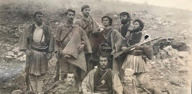 Fiset e familjet gjirokastrite që kontribuan në luftra së bashku me Bajo e Çerçiz Topullin