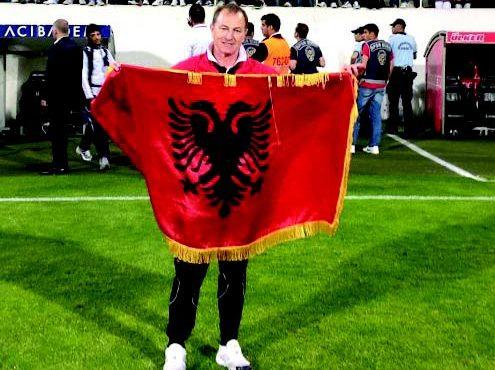 Gianni De Biasi Uron në Shqip! Ja çfarë shkruan ai...