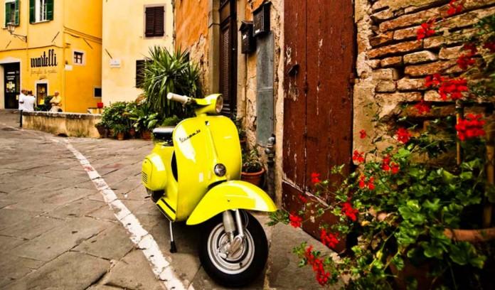 """Vespa, motori ikonë """"Made in Italy"""", së shpejti me një version elektronik!!"""