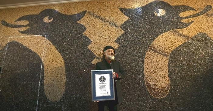"""Saimir Strati mbledh 2 mijë thonj, synon rekordin e 11-të """"Guiness""""!"""