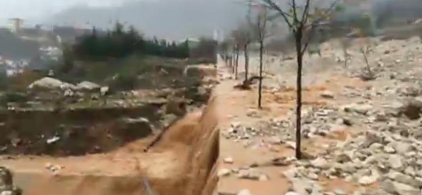 Autobuzi që u bllokua në Virua të Gjirokastrës kthehet mbrapsht