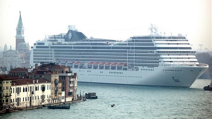 Anija Gjigante që i la të gjithë me Gojëhapur ndërsa zbarkoi në Venecia!
