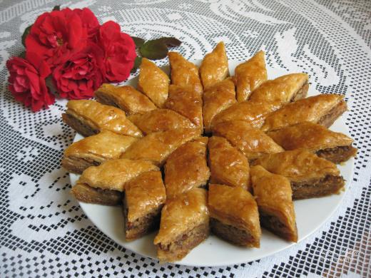 Bakllavaja e Gjirokastrës! Si e shtronin gratë gjirokastrite bakllavanë më 80 dhe 100 petë?