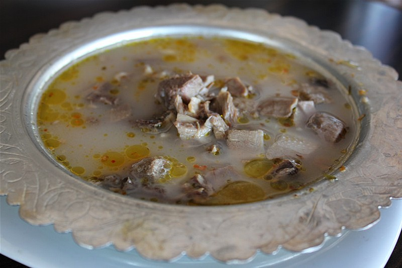 Paçe e Gjirokastrës - E Para Pjatë Mëngjesi dhe Sekreti i Gatimit nga Veteranët e Kuzhinës Gjirokastrite!