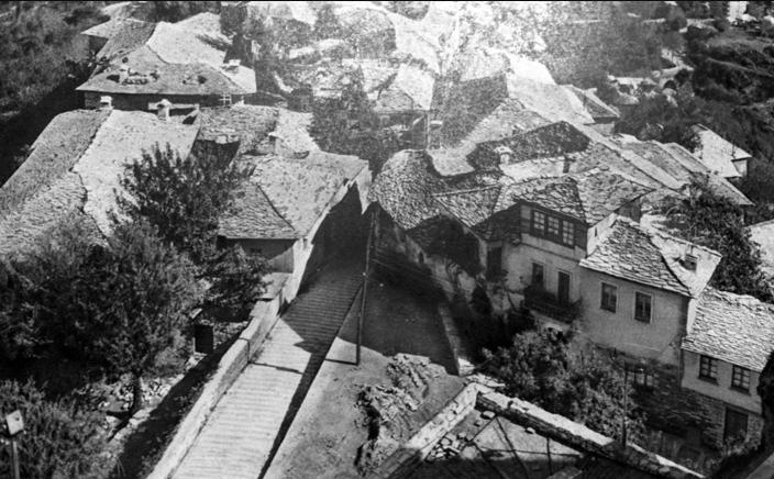 """Si jetohej në shtëpinë e Ismail Grapshit në lagjen """"Pazar i Vjetër"""" për gjozduqet e të cilit kanë mbetur edhe vargje!"""