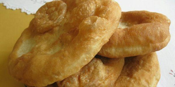 Petulla Tradicionale në mëngjesin e Vitit të Ri! Nëse nuk keni gatuar ndonjë herë kjo është receta që do i surprizojë të gjithë!