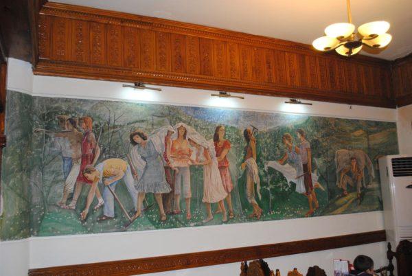 """Pedagogët, Mjekët, Gratë dhe Vajzat e bukura që preferonin """"Turizmin"""" në sheshin e Çerçizit në Gjirokastër!"""