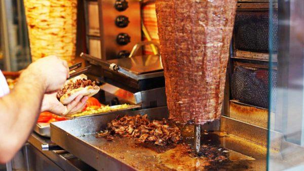 """Europa Bllokon Sufllaqet !! """"Mishi i Konservuar Rrezik për Shëndetin"""", Po Fast Food-eve tona si do u vejë halli ?!"""