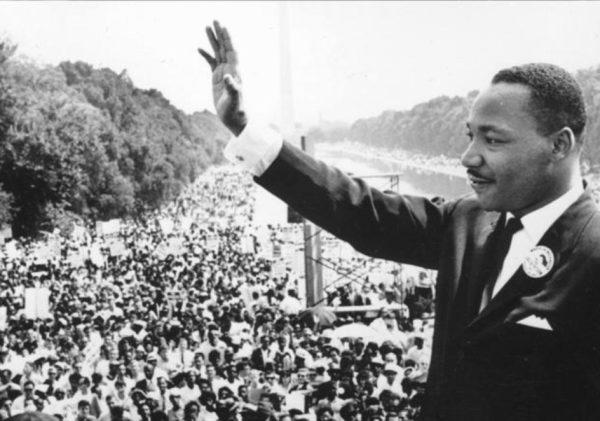 """""""Dita e Martin Luter King"""" - Amerikanët bashkohen për të nderuar njeriun që denonconte racizmin dhe mungesën e shanseve të barabarta!"""