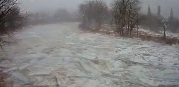 Ngrin Lumi i New York-ut - Pamjet të Lënë me Gojëhapur!