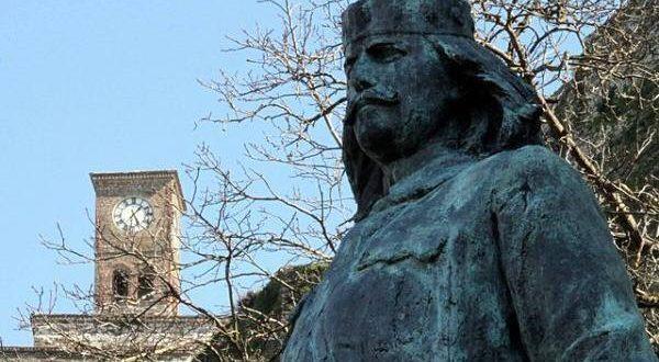 Cilët ishin Gjirokastritët që Dhanë më Shumë Napolona për Ngritjen e Monumentit të Çerçiz Topullit!