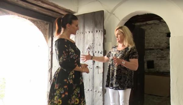 """Reportazhi i Klan për Gjirokastrën në """"Jo vetëm modë"""" nga Floriana Garo! Cila ishte Shtëpia Karakteristike dhe Resorti që ata Vizituan!"""