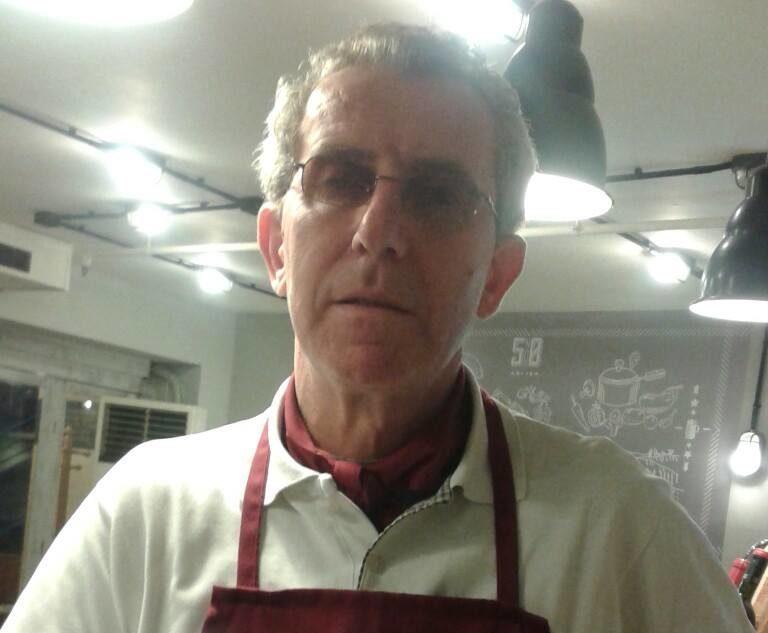VASIL XHUMBI - Kuzhinieri Profesionist i Turizmit, dhe Mesazhi i Tij për Inisiativa Bashkëpunuese në Traditat e Gatimit dhe Turizëm!