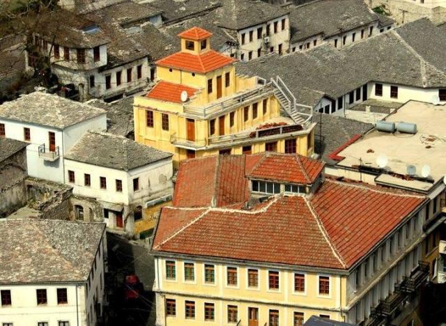 Tek Zigai - Biblioteka e Parë në Pazarin e Gjirokastrës!