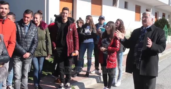 Tre Lagje në Gjirokastër Rrezikojnë nga Rëshqitjet! Pedagogu Niko Rogo u Mëson Studentëve Specialistë të Ardhshëm të Marrin Leksione nga kjo Ngarje!