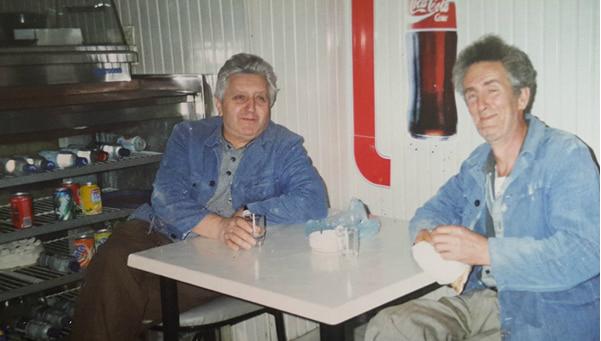Vasil Bakalli dhe Xhelo Sejdo, 60 vjet Bashkë në Përpunimin Artizanal të Drurit!