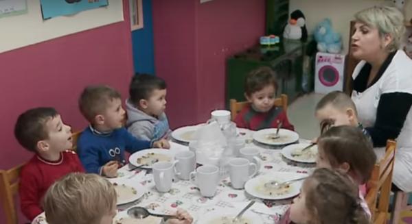 TRAHANA NË ÇERDHET E TIRANËS - Një Ushqim i Shëndetshëm për Fëmijët që i Shtohet Menysë!