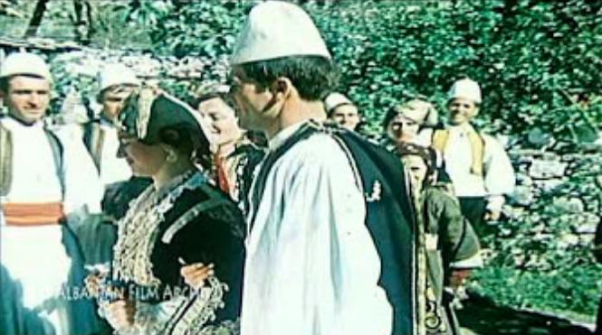 Dasma Lunxhote - Si Këmbehej Plloska me Verë për të Fuqizuar Krushqinë!