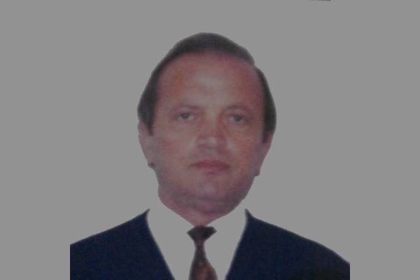 """Kosta Dodo – Drejtori i """"Koto Hoxhit"""" që drejtoi shkollën ne vitet e veshtira 97-98 e disa vite në vazhdim!"""