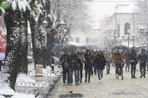 Shkodra në Borë me Biçikleta - Një Vizitë në Qytetin e Pandashëm nga Kultura dhe Biçikletat!