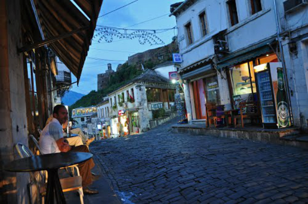 Kush ishte Italiani që solli Energjinë Elektrike në Gjirokastër dhe çfarë thoshte Bejtetxhiu i Qytetit Veip Qorri!