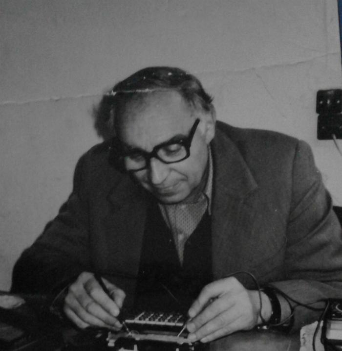 Jorgo Anastasi - Mjeshtri i Riparimit të Makinave të Shkrimit, e një Qitës i Dalluar në Kampionate Kombëtare i Ekipit të Luftëtarit!