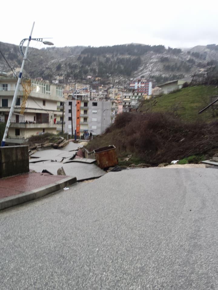 """Mërzia e Natyrës Ndëshkon! Rruga te """"Kodra e Shtufit"""" në Gjirokastër Thërmohet!"""