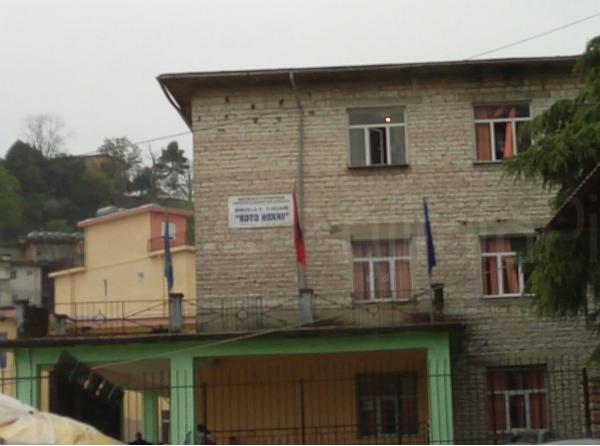 """Ndërtesa e Re e Shkollës """"Koto Hoxhi"""", me Kabinete të Reja e Kënde Sportive, më 1964 me Drejtor Muzafer Asllanin!"""