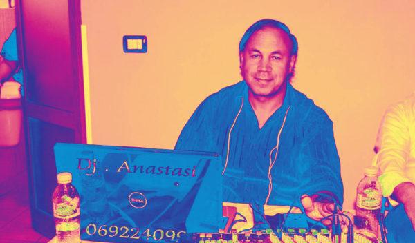 Miqtë e Gjirokastra Online - Muzikanti Anastas Lako që Ndërron Instrumentet si Mbreti Gratë!