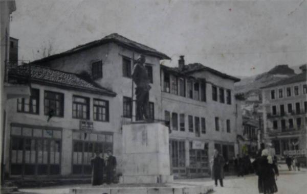 DIASPORË - Si Ndihmuan Gjirokastritët e Amerikës për Ngritjen e Monumentit të Çerçiz Topullit!