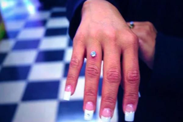 Diamante Piercing - Në Vend të Unazave Tradicionale të Fejesës! Trend i Ri apo ...?!