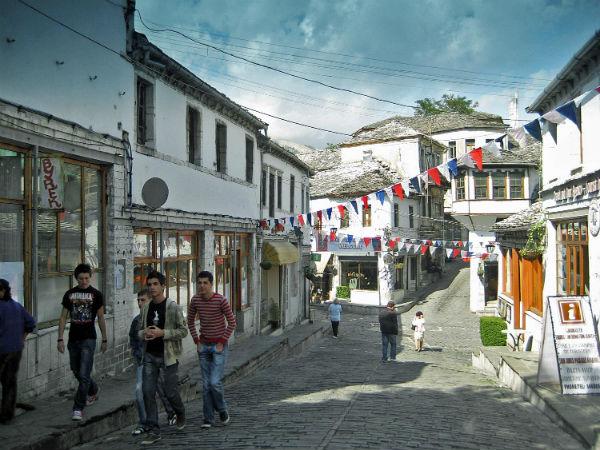 Kujtesë / Ja se ç`mund të bëhet me katet e dyta e të treta të Pazarit të Gjirokastrës!