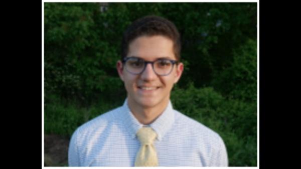 James Sinoimeri, 21 vjeçari me Origjinë nga Gjirokastra Nderohet me Çmim për Projektin e tij Kërkimor!