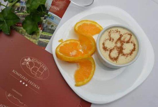 HOSHAF ME FIQ TE THATE - Receta 'Sekrete' e Ëmbëlsirës së Famshme Gjirokastrite nga Mjeshtri i Kuzhinës Thanas Haxhiu!