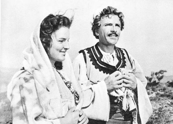 """Njihuni/ Mamica në Filmin """"Skënderbeu"""" është aktorja Adivije Alibali, sot 83 vjeçe!"""