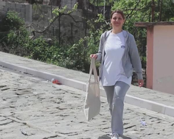 """""""Gjirokastra e Pastër"""" - Nisma e Suksesshme nga Shkolla """"Andon Zako Çajupi"""" dhe Korpusi i Paqes për Eleminimin e Qeseve Plastike!"""