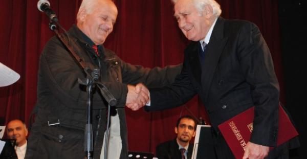 """Roland Çene """"Mjeshtër i Madh"""" - Për Herë të Parë në Gjirokastër Formoi Korin Miks!"""