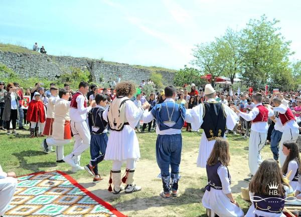 Dita e Druve dhe Vargjet në Ceremonialin e Dasmës!