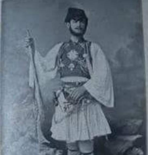 """Shoqëria """"Pif-Paf"""" e Rapsodit të Famshëm Neço Muka ku merrte Pjesë dhe Tefta Tashko, Nxënëse në Monpelje të Francës!"""