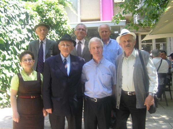 Sot ka Ditëlindjen Miku i Gjirokastra Online Spiro Petro Xhavara të cilit i Urojmë Gëzuar dhe 100 Vite të Lumtura!