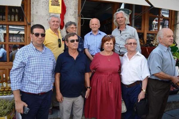 Pllakë Përkujtimore në Kujtim dhe Nderim të Librárit Gjirokastrit Alizot Emiri
