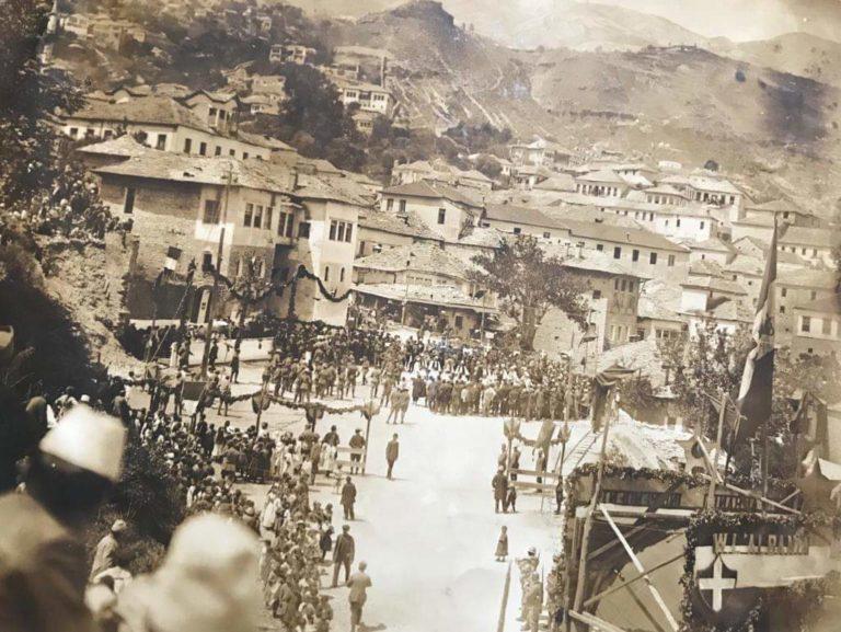 Për Herë të Parë - Botohet Fotua Historike e Datës së Shënuar për Gjirokastrën