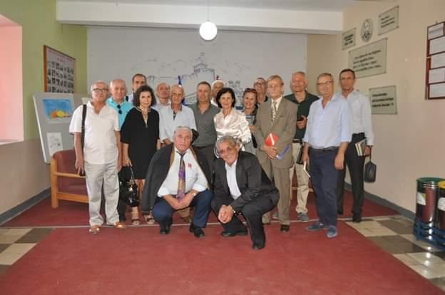 """Matura 1969 e Gjimnazit Asim Zeneli takohet pas 50 viteve. Promovohet libri """"Për Gjirokastrën dhe nxënësit e Gjirokastrës"""" me Autor Prof.Dr. Hajri Shehu"""