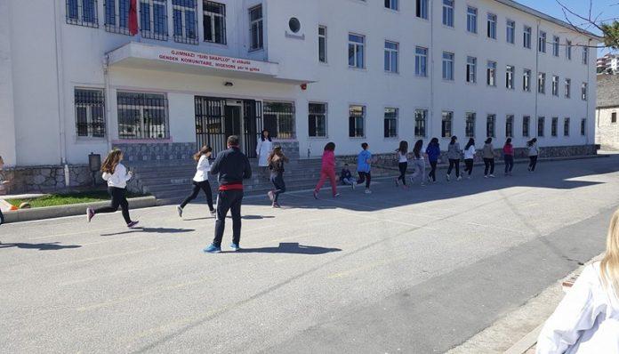 Gjimnazi Siri Shapllo Mirëpret Nxënësit në këtë Vit të Ri Shkollor