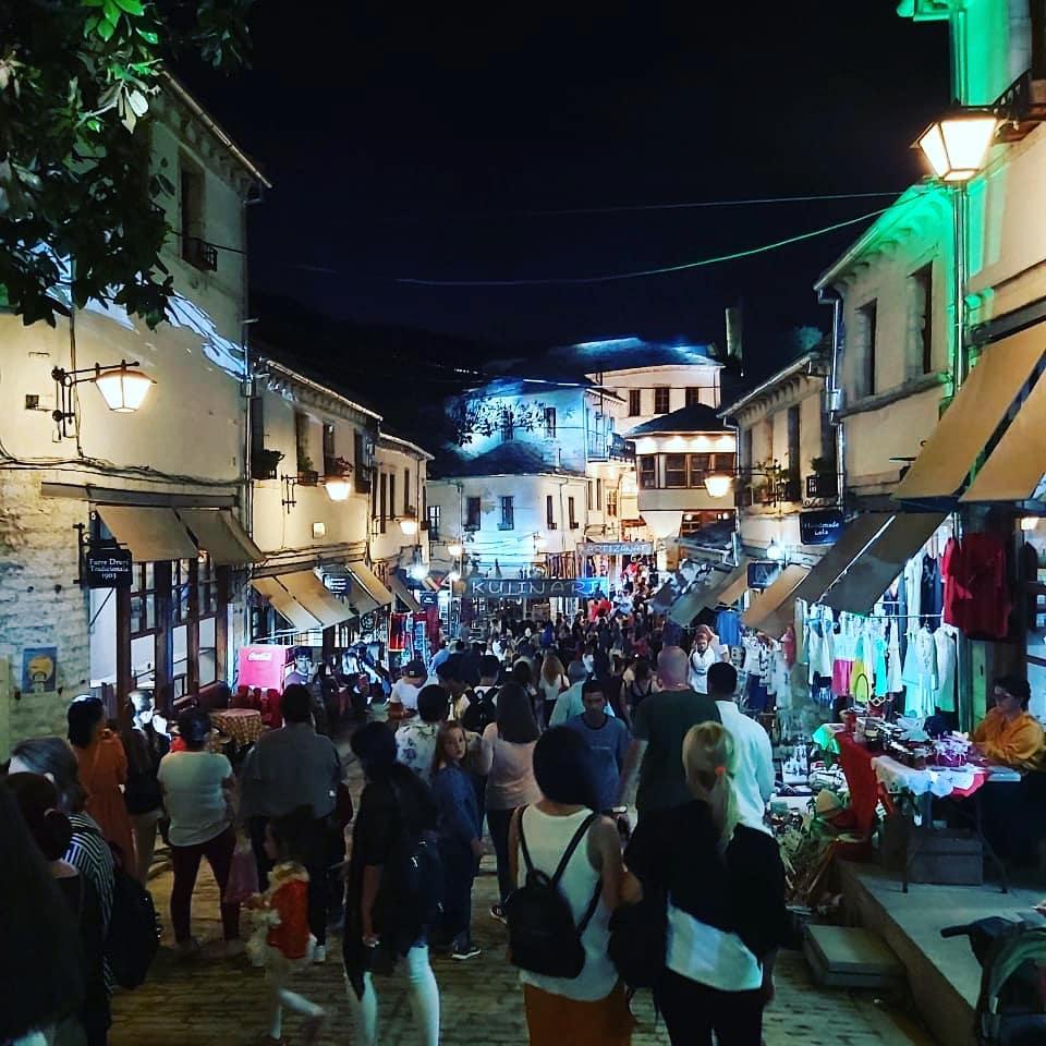 Këto janë Pamjet Festive Sot në Gjirokastër të Kult-Art që na Gjallëruan të Gjithëve!