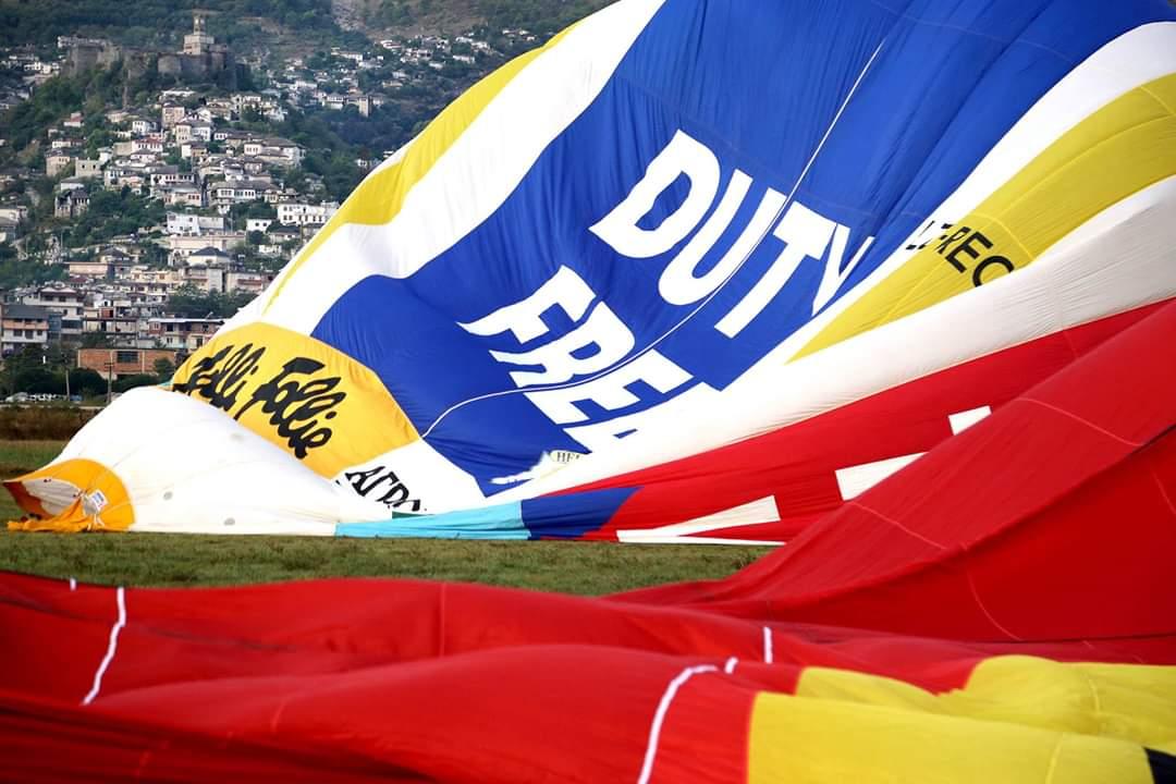 Kjo Balonë Sapo Fluturoi mbi Gjirokastër! Përshëndet Aktivitetin edhe Ministri Çuçi