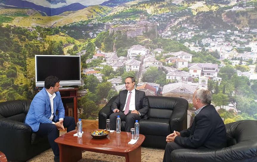 """""""Fqinjësi e Mirë"""" - Kryetari i Bashkisë Gjirokastër Flamur Golemi takohet me Konsullin e Greqisë Z. Lambros Kakissis"""