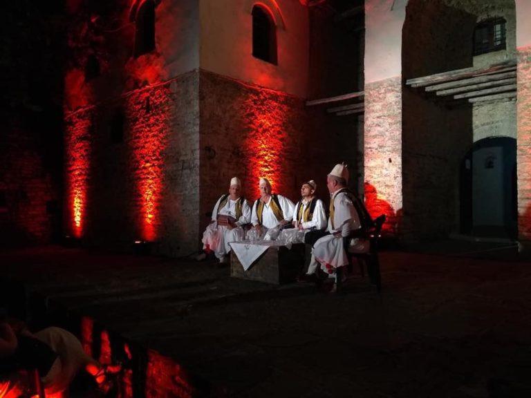 """Grupi Polifonik """"Argjiro"""" 20 vjet me Koncerte edhe për Grupet Turistike që vizitojnë Gjirokastrën"""