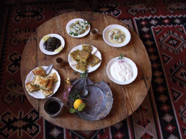 Panair me Ushqime Bio nga Fermerët e Vegjël në Kalanë e Qytetit të Gjirokastrës (Video)