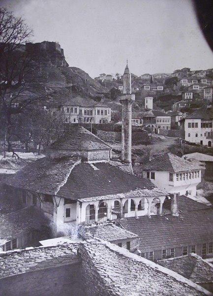 """E Dini pse Dyqanxhinjtë e Pazarit të Gjirokastrës Përdornin Shprehjen """" Veresije nuk ka hije?""""..."""